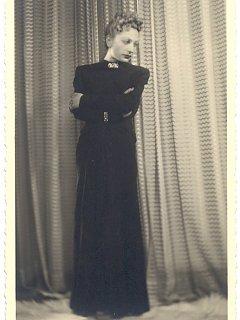 Emma Fedeli In Abito Lungo Rappresentazione Il Marito Che Cerco Teatro 1940